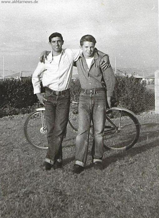سارو منصوریان و دانیل کارت رایت دوست امریکایی در تلخاب مسجدسلیمان سال 1958