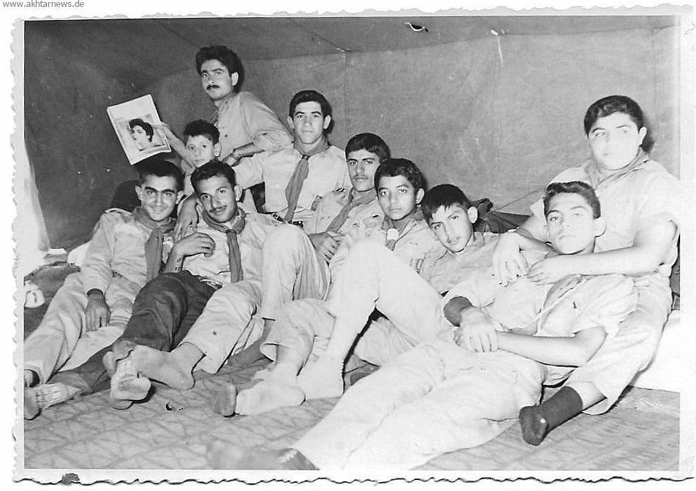 عکس یادگاری گروه پیشاهنگی مسجدسلیمان در چادر کمپ پیشاهنگی در تهران