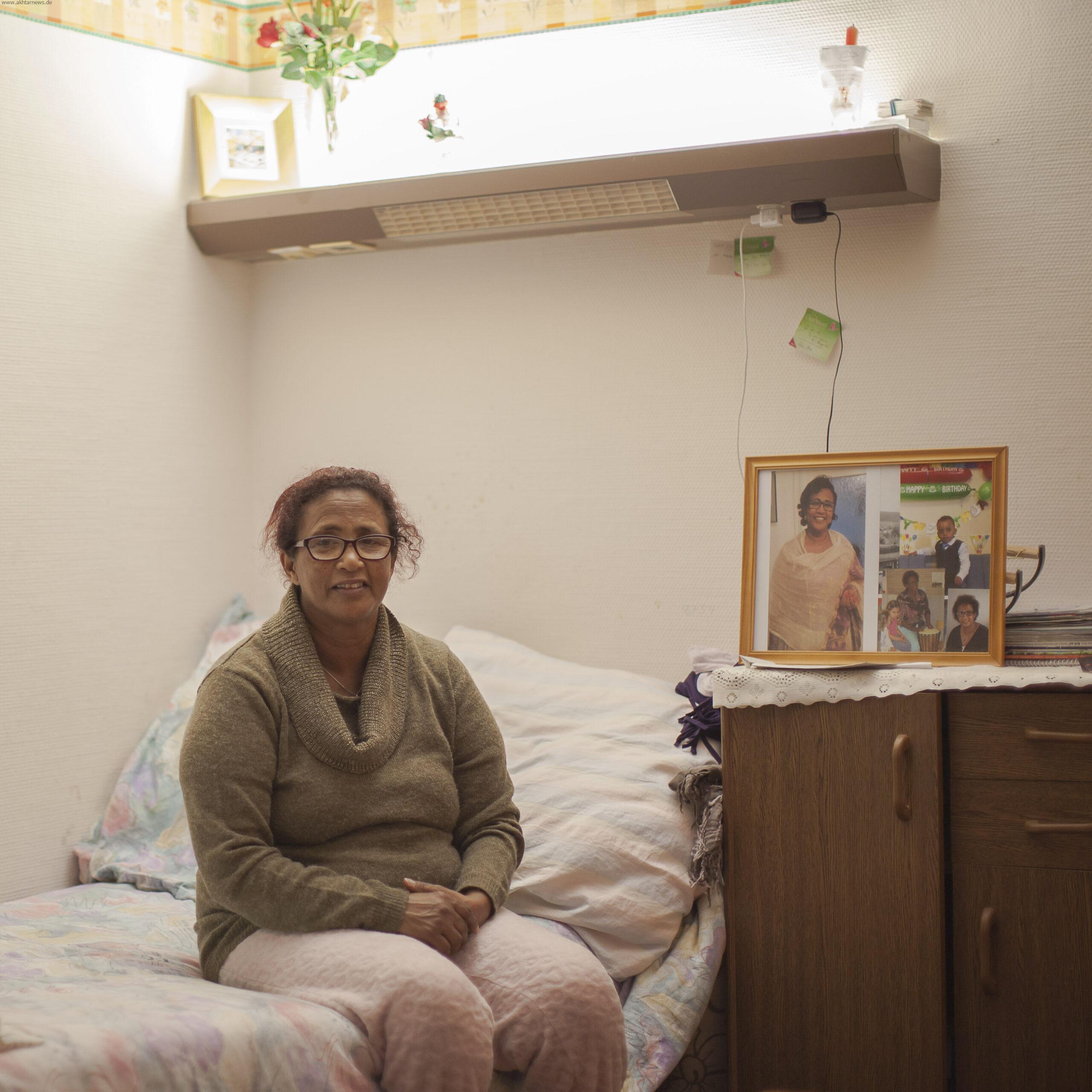 Etete  53 ساله اهل کشور اتیوپی . در حدود 5 سال پیش از طریق دریا وارد اروپا شد و در آلمان درخواست پناهندگی کرد . او هنوز هم در کمپی در ایلت بایرن شهر هاملبورگ زندگی میکند.